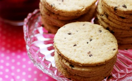 Superfruit_oatbiscuit_with_blueberry_limitedrights_768x560.jpg